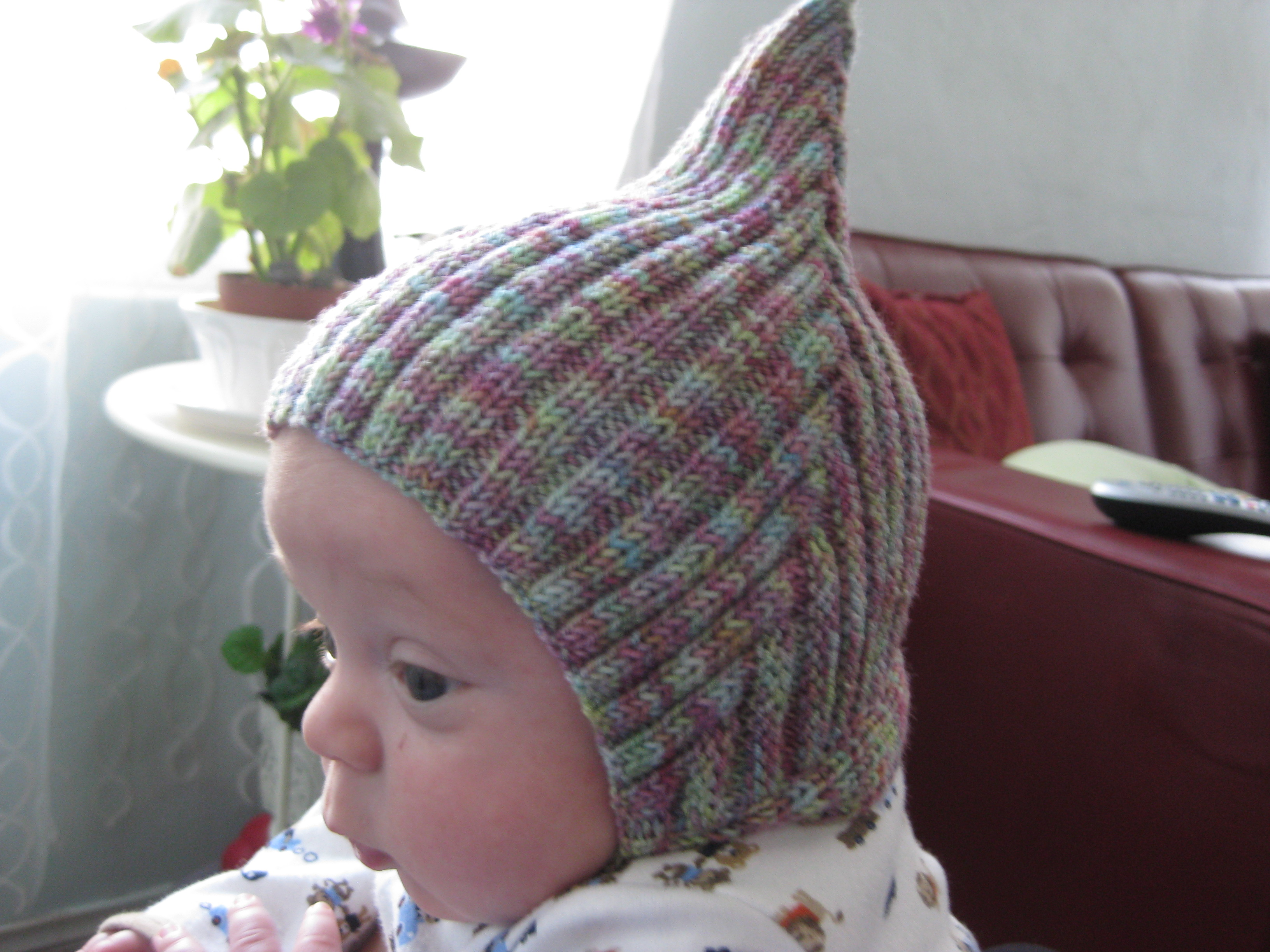 Adorable pixie, elf or gnome hat for baby - free pattern! - Charm ...
