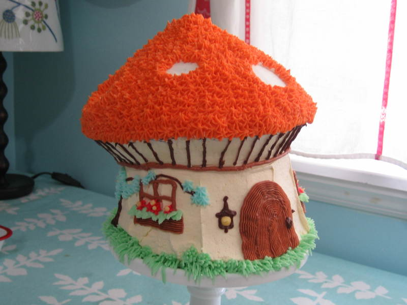 Toadstool_house_cake_008