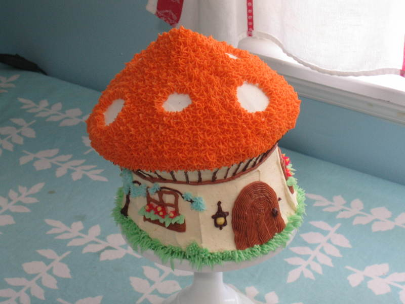 Toadstool_house_cake_010