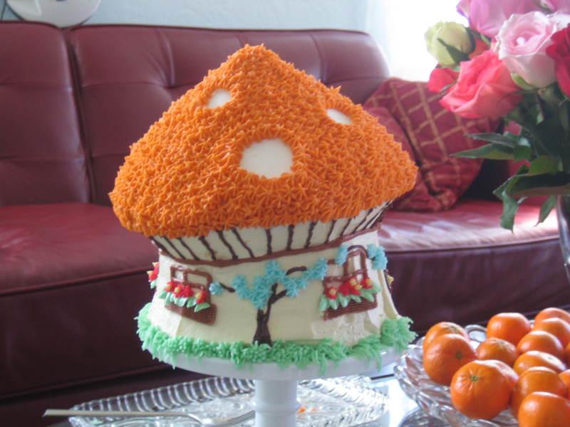 Toadstool_house_cake_017